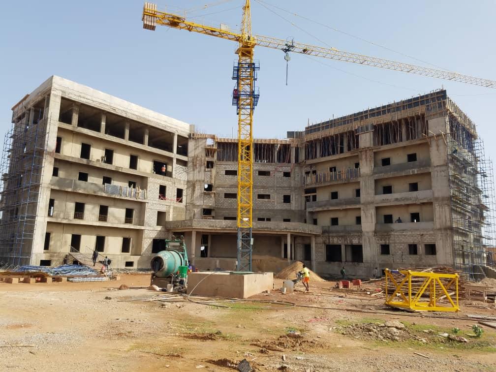 Visite du conseil d'administration sur le chantier de construction du siège de l'Université Virtuelle du Burkina Faso (UV-BF).